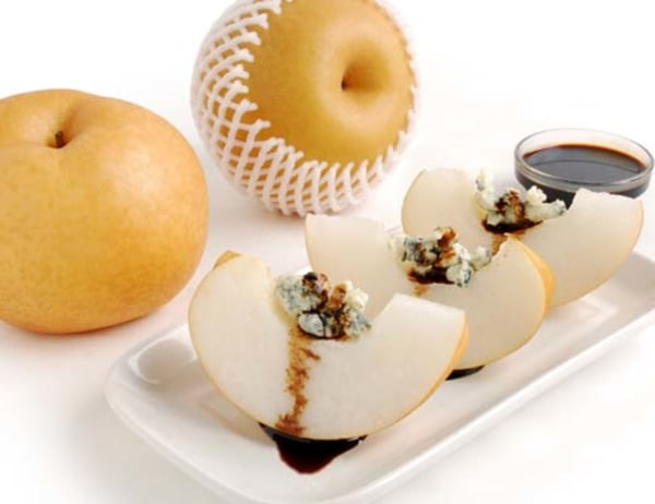 Image of Korean Pears with Bleu Cheese Crumble and Balsamic Reduction