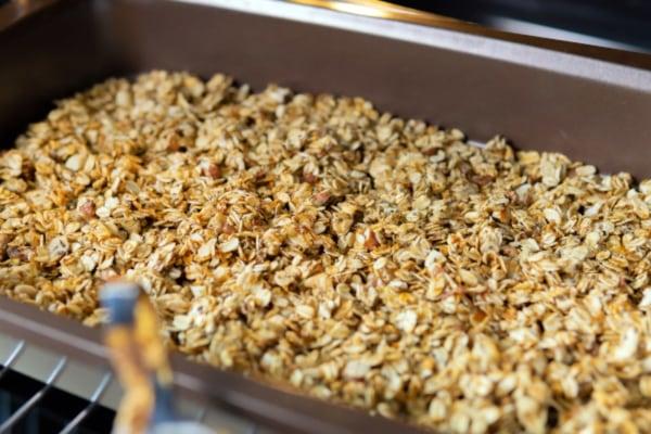 Gingery Breakfast Granola – organic ginger slices