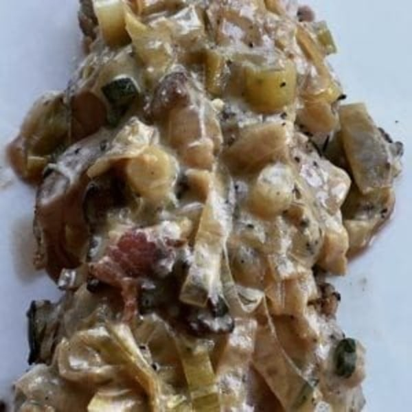 Image ofPork Chops with Leeks in Mustard Sauce