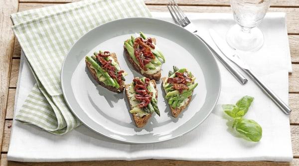 Rustikales-Avocado-Spargel-Sandwich Rezept