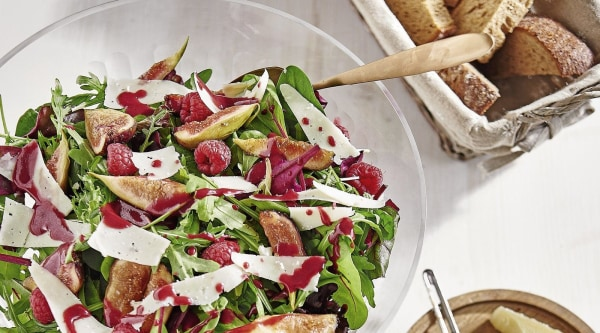 Fruchtiger Sommersalat mit Manchego Rezept