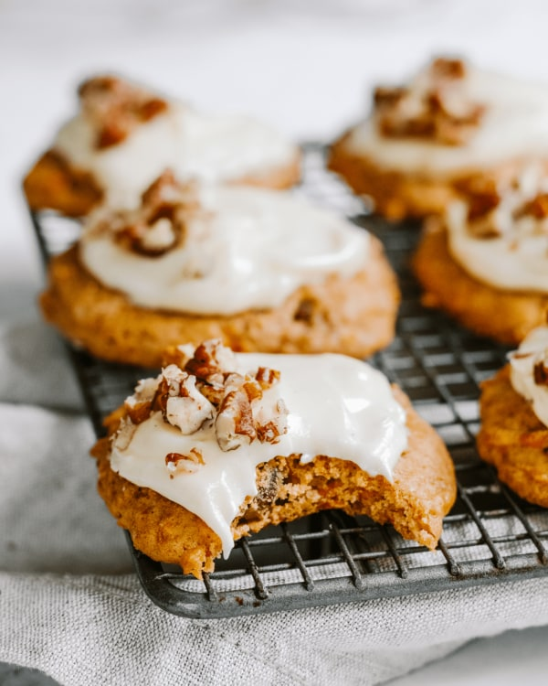 Carrot-Cake-Cookies-With-Cream-Cheese-Icing-By-Jaharn-Quinn-Smor-Kitch