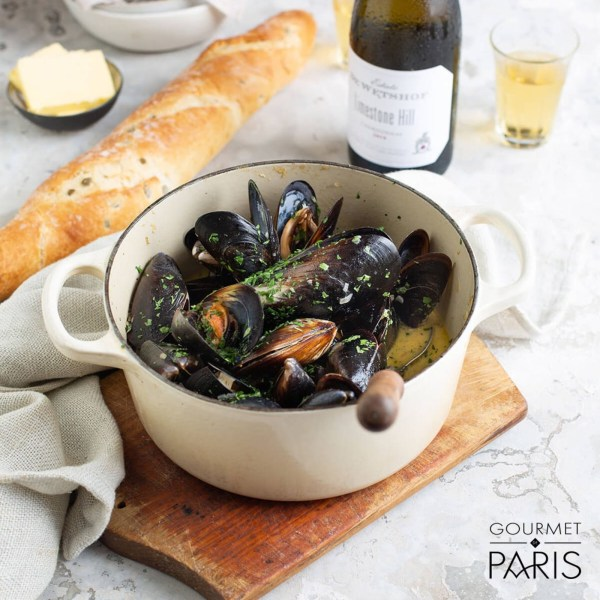 Image ofSteamed Mussels with White Wine Broth