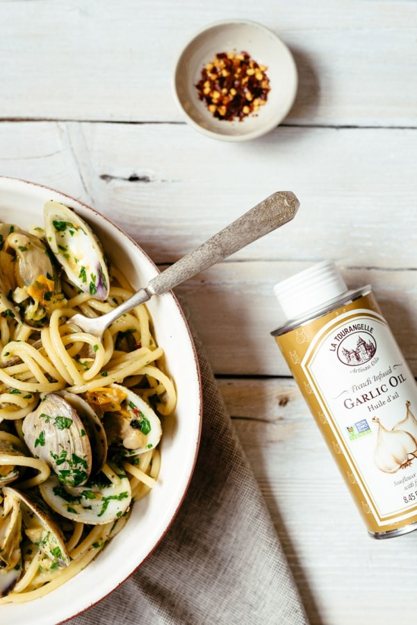 Image ofGarlicky Spaghetti with Clams