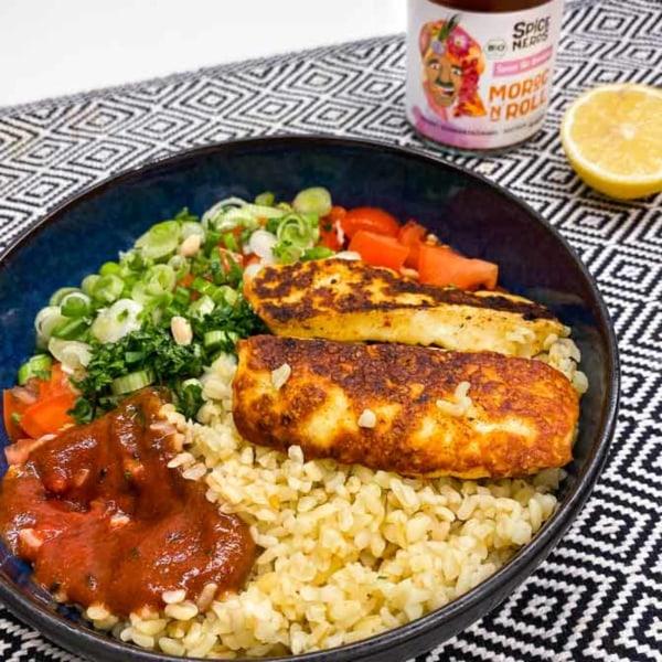 Image ofAngebratener Halloumi mit Taboulé und Moroc'n'Roll Sauce für Gemüse