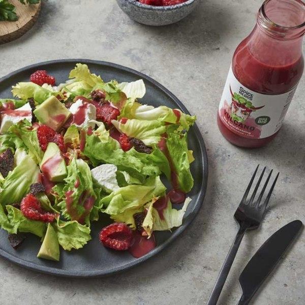 Image of Endiviensalat mit geröstetem Pumpernickel, Ziegenkäse und Vulcano Dressing für Salat