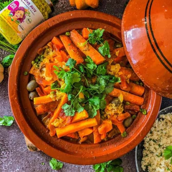 Image of Gemüse Tajine mit Kürbis, Kichererbsen, Zitronen-Couscous und Viva Aviv Sauce für Gemüse