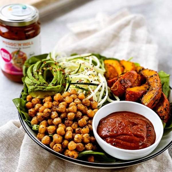 Image of Kürbis-Bowl mit Avocado, gebackenen Kichererbsen und Moroc'n'Roll