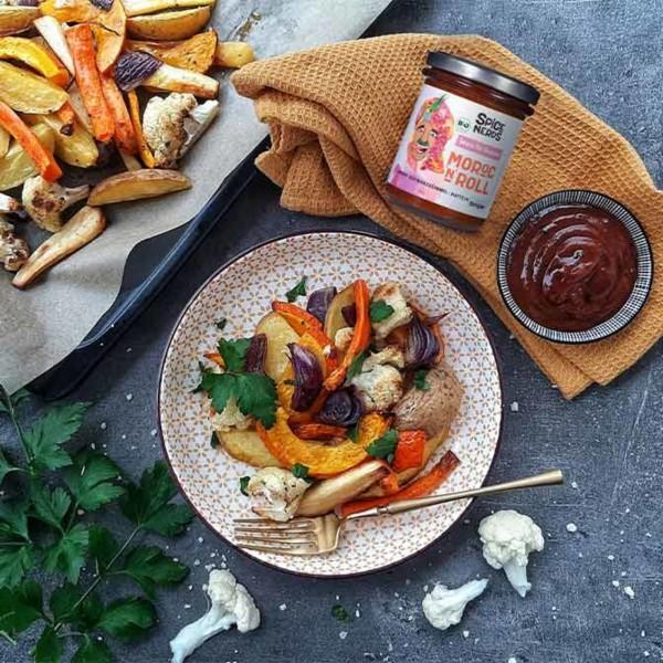 Image ofVeganes Ofengemüse mit Kartoffeln, Kürbis, Pastinaken und würziger Sauce Moroc'n'Roll
