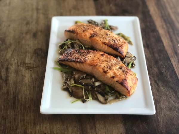 Image ofBroiled Salmon with Mushroom and Green Onion Sauce