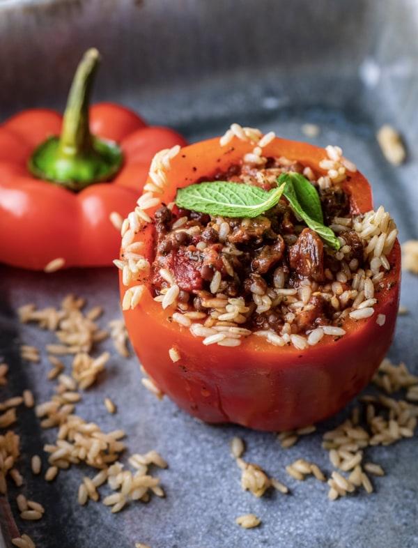 Image of Vegane gefüllte Peperoni mit Pfefferminze und Weinbeeren - Joels Lieblings-Rezept