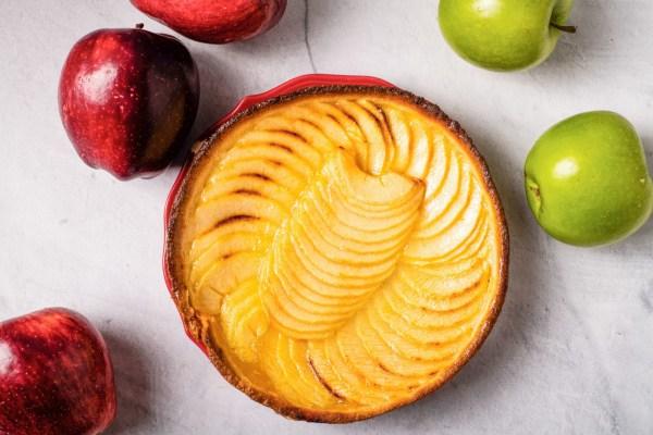Image ofApple Cake with Cinnamon