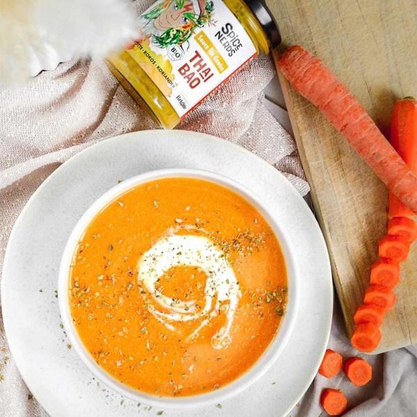 Image of Asiatische Karottensuppe mit Äpfeln und Thai Bao Sauce für Gemüse