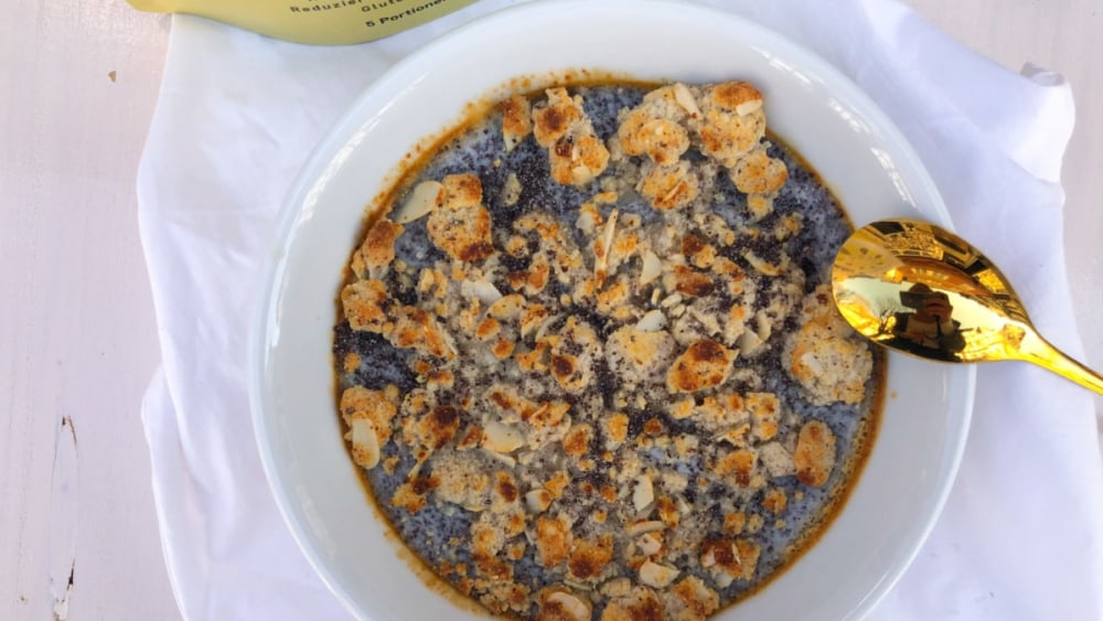 Image of MOHNSTREUSEL-KUCHENBOWL