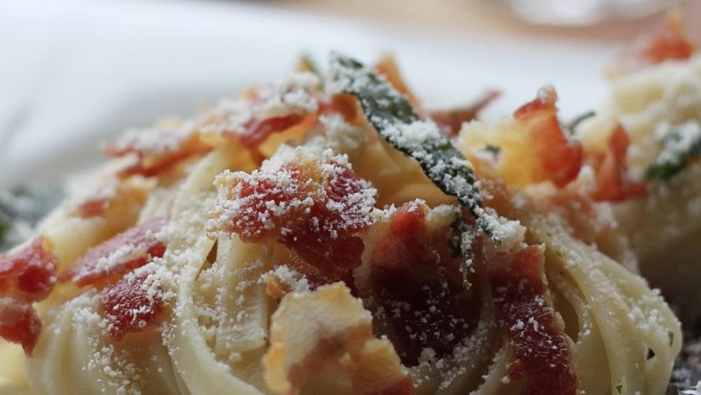 Image of Pasta mit Tomatina Mamma und Schinkenwürfel