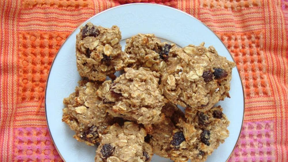 Image of Oatmeal Raisin Cookies | Vegetarian Recipe