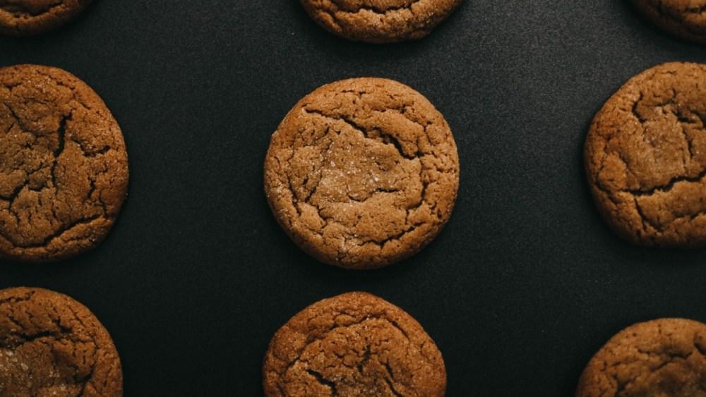 Image of Paleo 3 Ingredient Cinnamon Almond Butter Cookies
