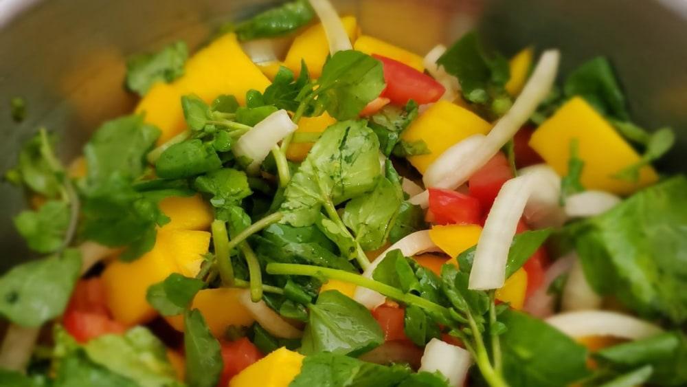 Image of Ensalada de mango con berro