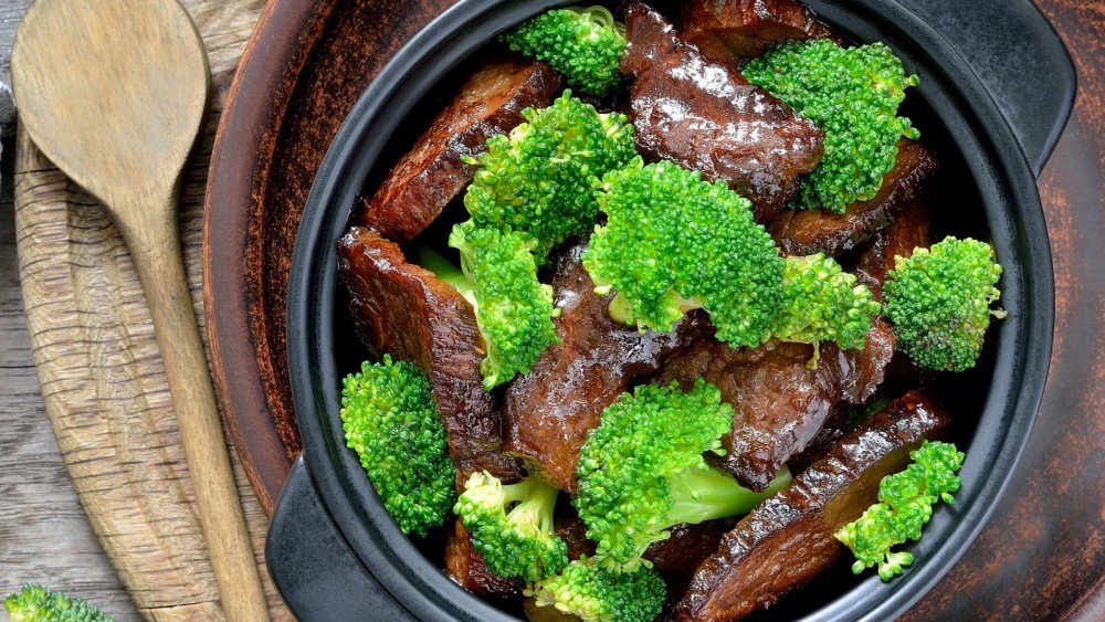Bison broccoli stir fry
