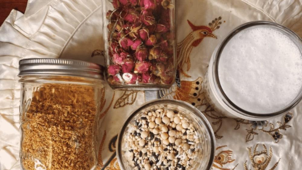 Purple Rice Rose Porridge for Mood and Beauty 紫米玫瑰养颜粥