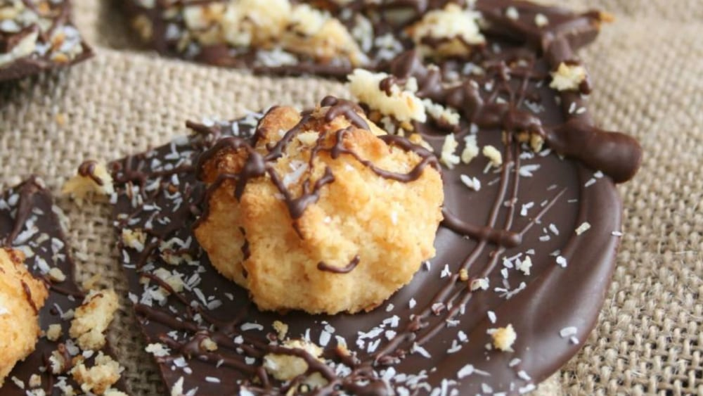 Image of Macaroon Chocolate Bark