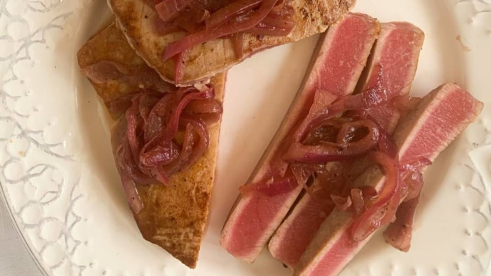 Image of Seared Tuna with Pomegranate Pickled Onions