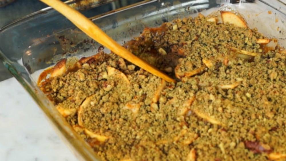 Image of Delicious Vegan Pear Apple Crisp Recipe