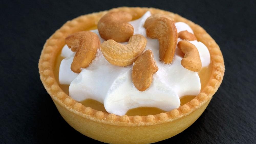 Image of Lemon Cashew Cream Tarts: Raw Vegan Dessert Recipe