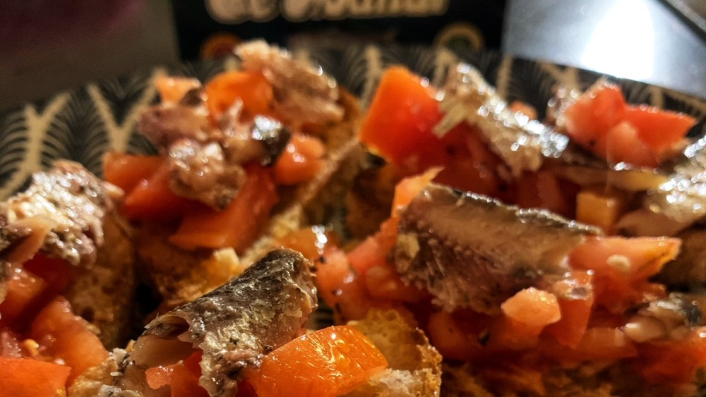 Sardines and tomatoes crostini, a perfect appetizer
