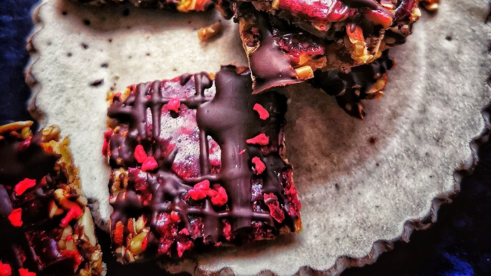 Image of CRUNCHY CHOCOLATE BERRY BITES