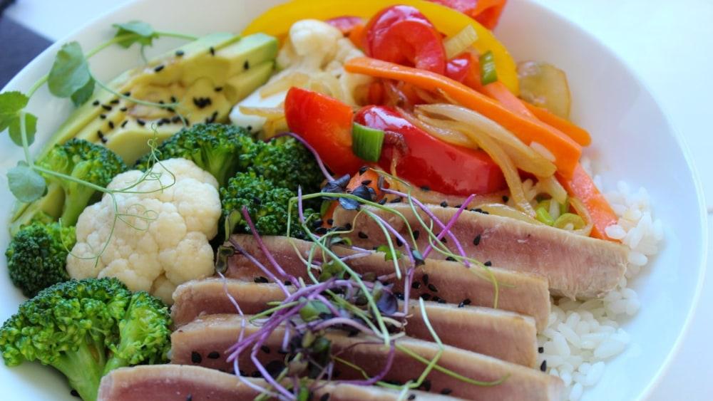 Image of Fresh Tuna Steak and Vegetable Bowl