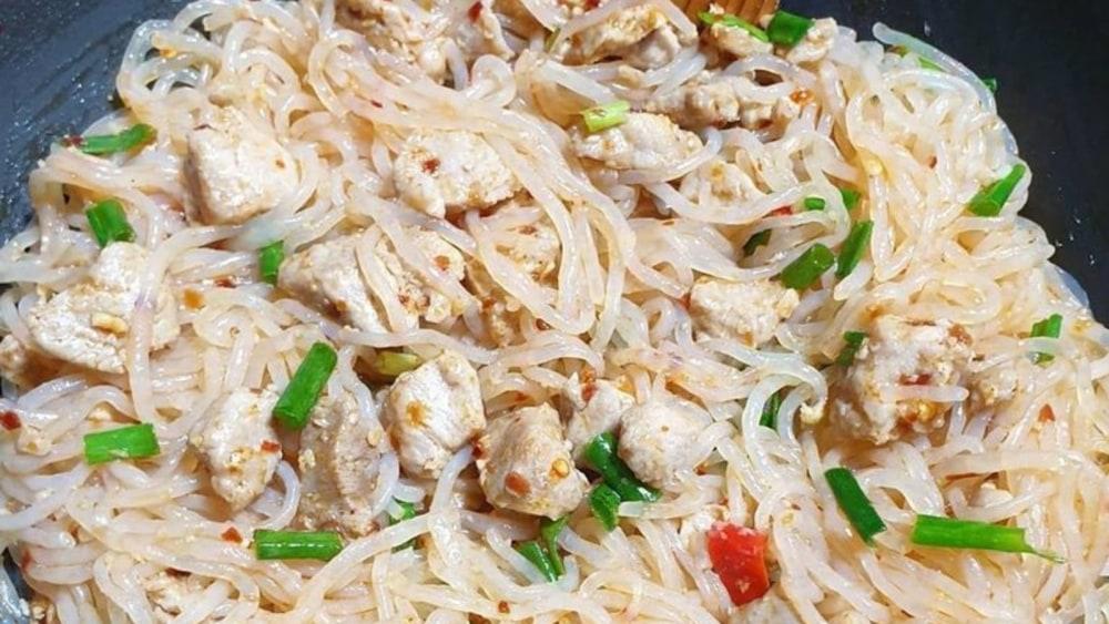 Stir-fried pork shirataki noodles