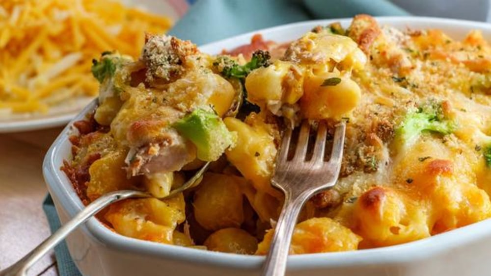 Image of Tuna Noodle Casserole: An Easy Weeknight Recipe