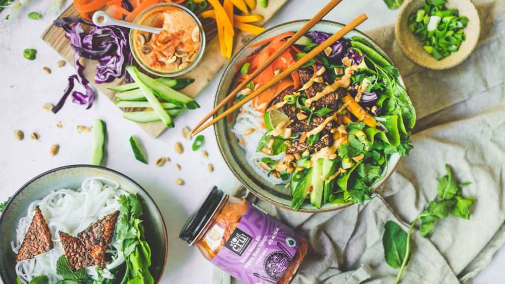 Image ofSalade style « rouleaux de printemps » et sa sauce arachide et kimchi