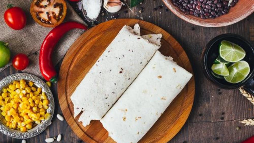 Image de Burrito aux crevettes avec vinaigrette à l'avocat à la mexicaine
