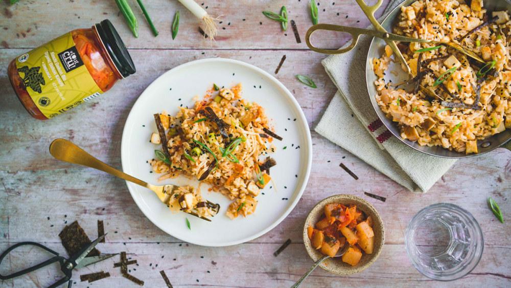 Image ofRiz frit au kimchi, tofu fumé et enoki