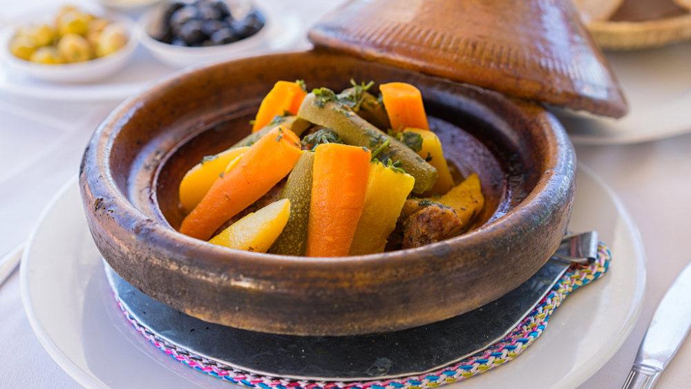 Image de tajine de légumes marocain cuit lentement