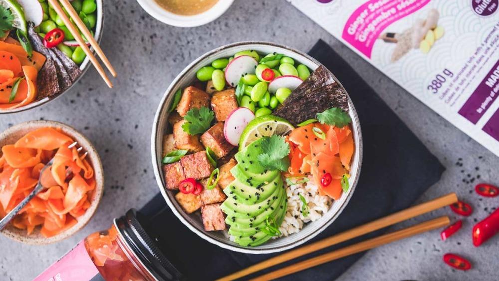 Image ofPoke Bowl au gingembre, tofu, sésame et carottes fermentées