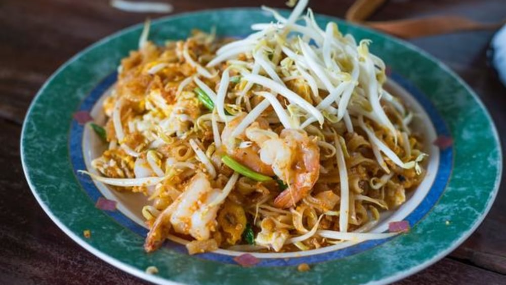 Image of Traditional Shrimp Pad Thai With Rice Noodles