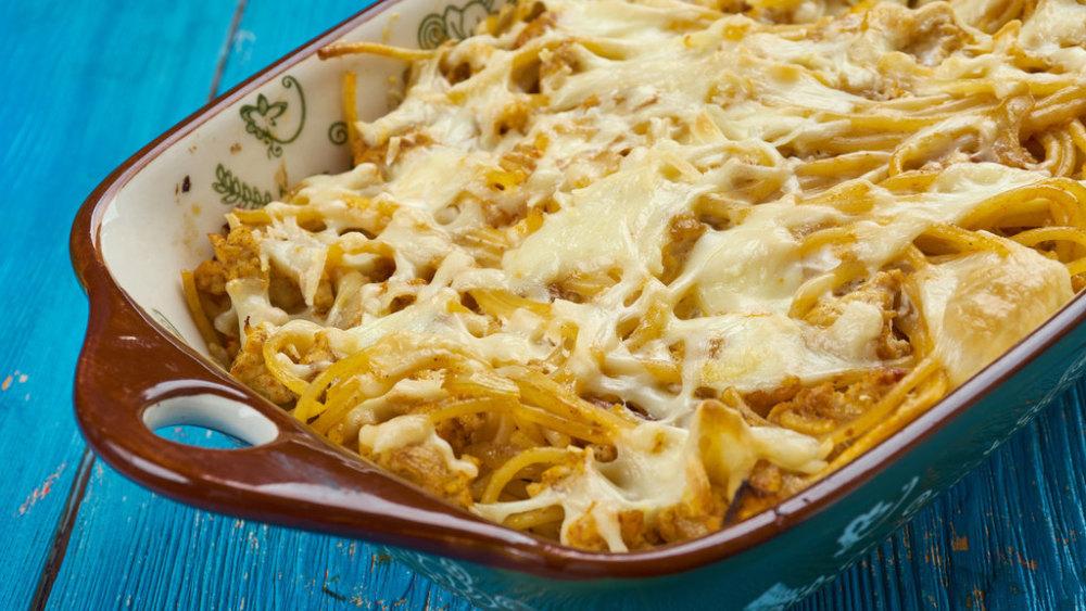 Image de la casserole de spaghetti: une recette épaisse, au fromage et au poulet