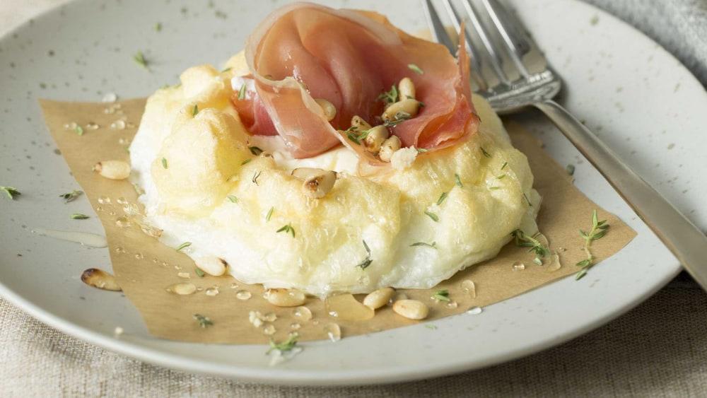Image ofCloud Eggs | Serranoschinken, Honig, Ziegenkäse