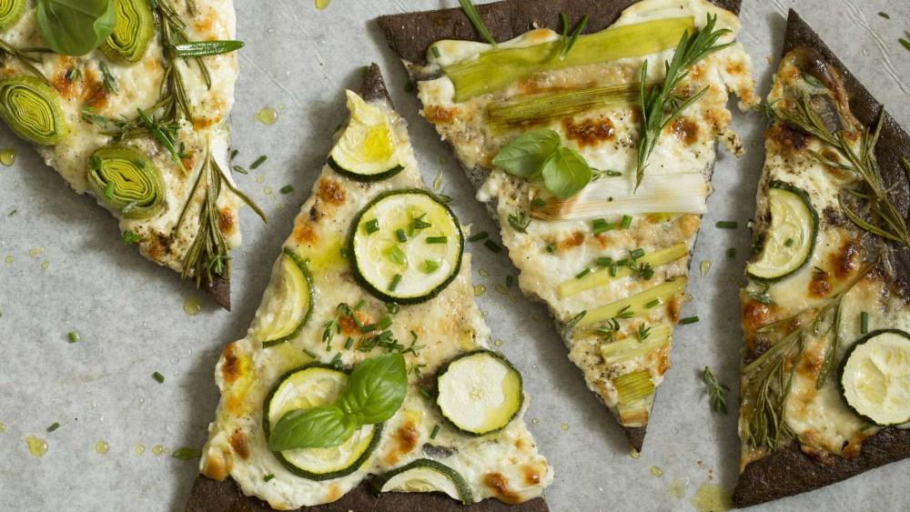 Image ofPizza | Frühlingszwiebel, Lauch, Zucchini