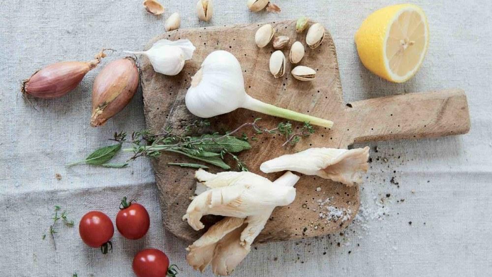 Image of Anja Kruse: Austernpilze mit Tomaten, Salbei und Thymian