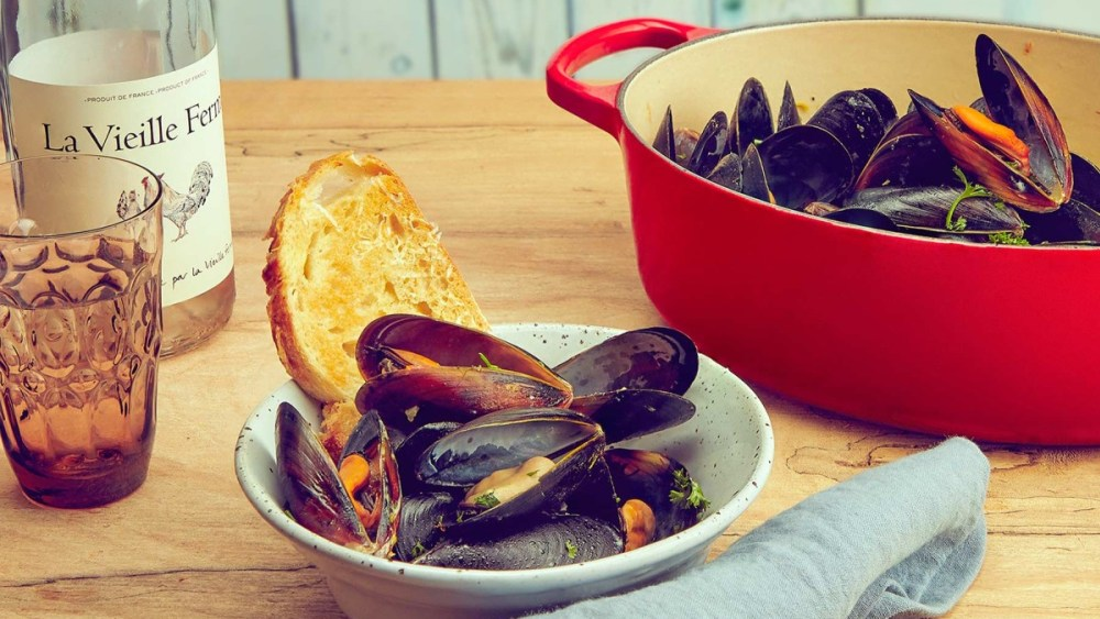 Image of Dutch Oven Moules Marinières with Parmesan Toasts