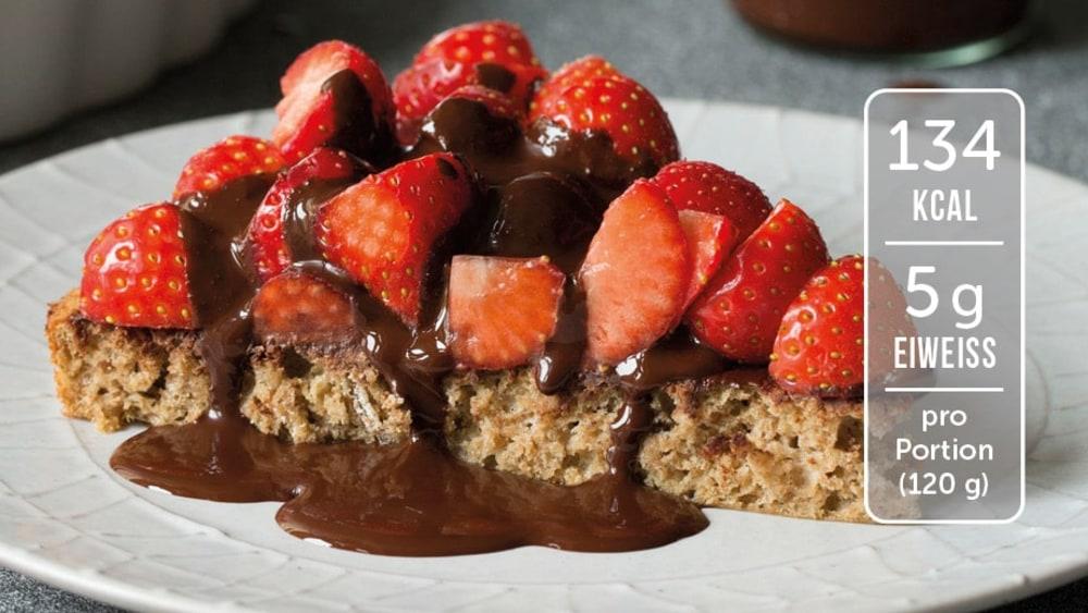 Image of Eiweiß-Kuchen mit Erdbeeren