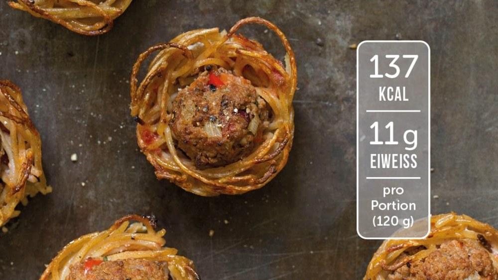 Image of Spaghetti-Nester mit Hackfleischbällchen