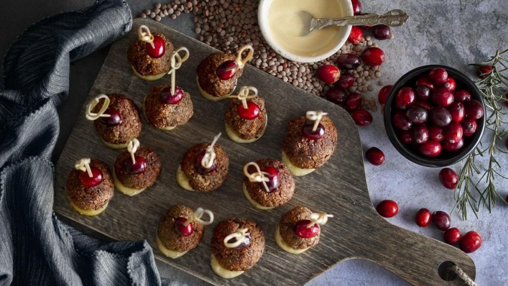 Image of Bouchées aux lentilles et romarin, avec trempette sucrée au tahini