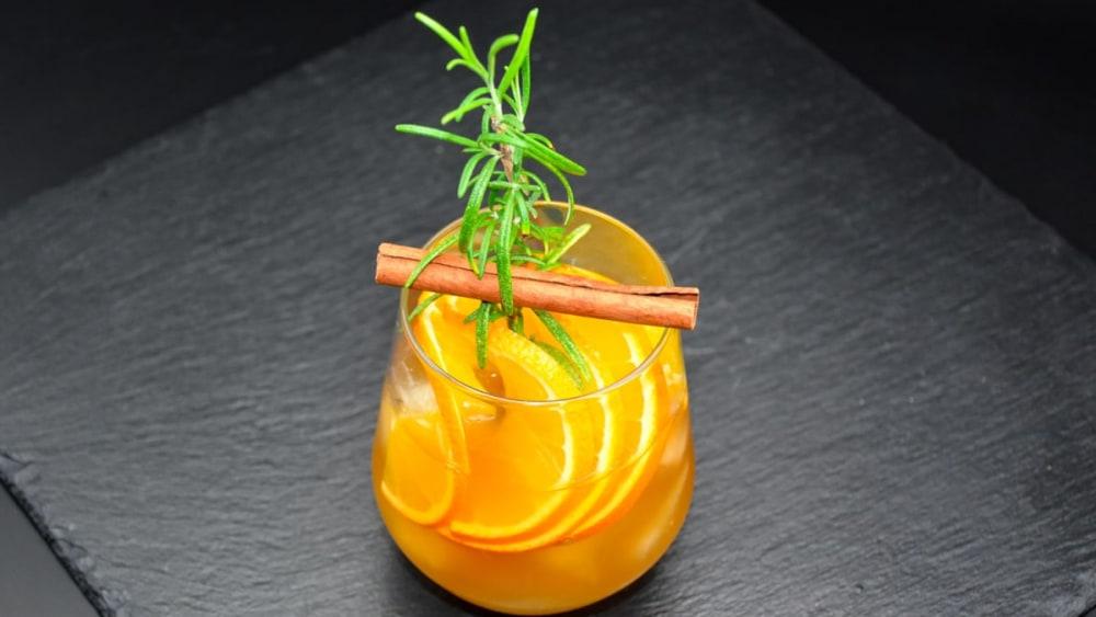 Image ofGin-Tonic mit Orange & Rosmarin