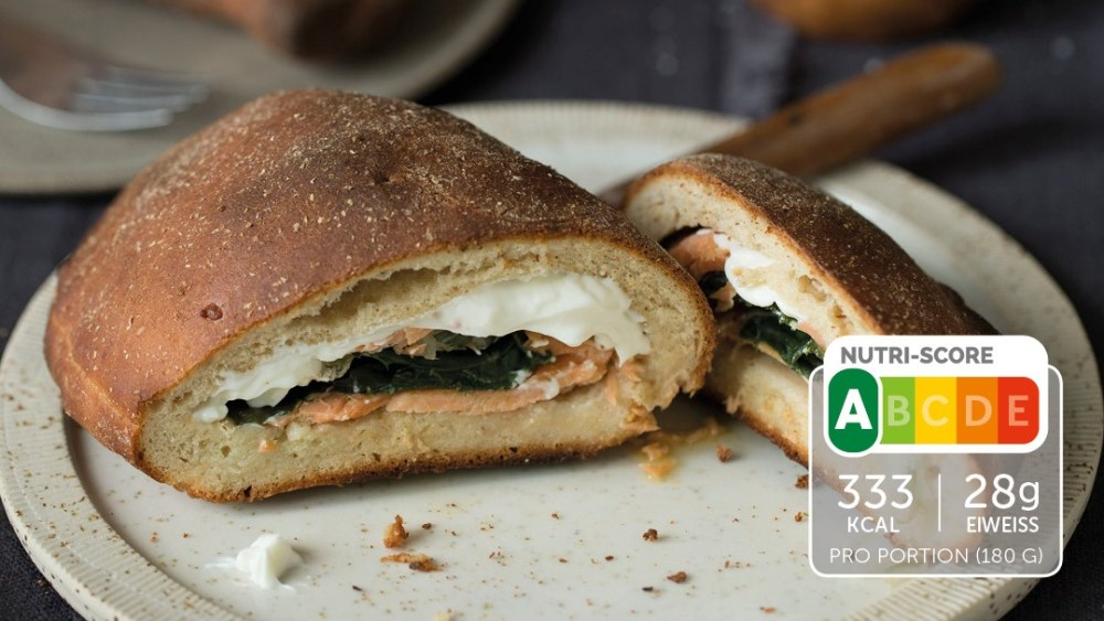 Image of Low Carb Calzone mit Lachs