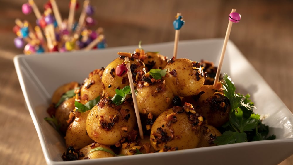 Image of Khatte Aloo: Spicy, Tangy Potatoes with Indian oo'mämē